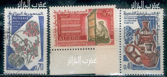 les bijoux à travers des timbres arabes Dz1