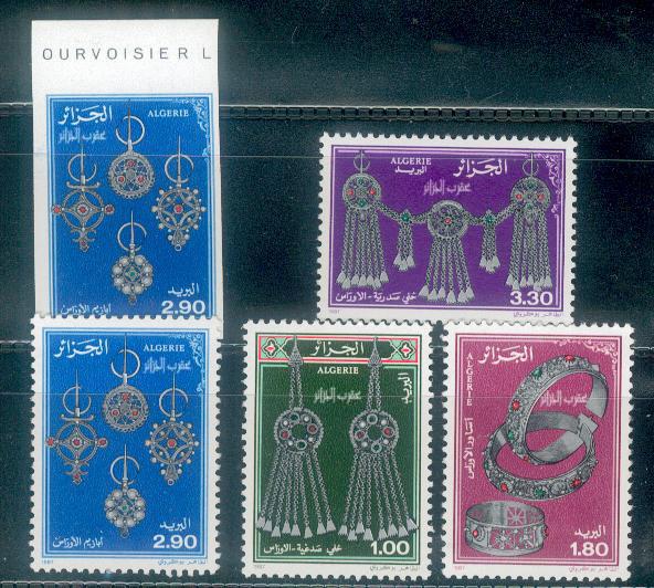 les bijoux à travers des timbres arabes Dz4